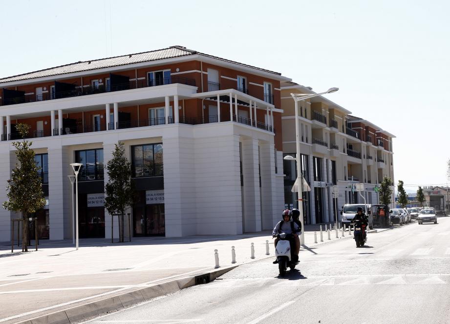 Au pied des premières résidences, avenue Colonel-Picot, six activités commerciales sont implantées autour d'un pôle médical.