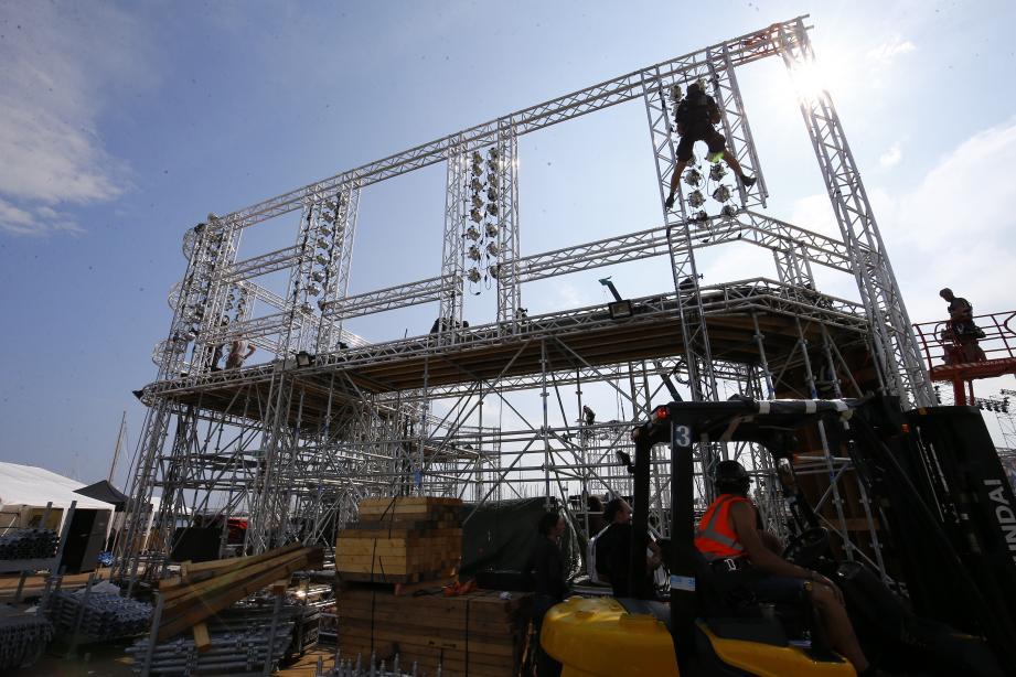 Les échafaudages envahissent l'Esplanade de la Pantiero depuis le début de la semaine, le tournage des Ninja Warrior commence vendredi et durera jusqu'au 13 avril.