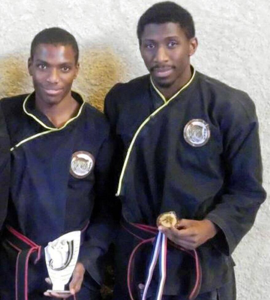 De gauche à droite, Sydney et Idriss M'Roivili, combattants valeureux du club ACS.