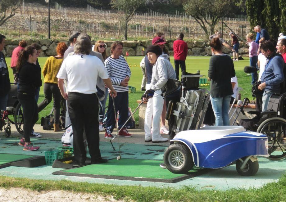 Les cours de handigolf ont lieu tous les quinze jours au golf Dolce Fregate.