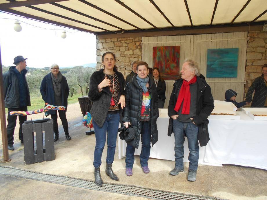 Sous la pergola, Hélène Croce-Spinelli a accueilli les deux artistes.