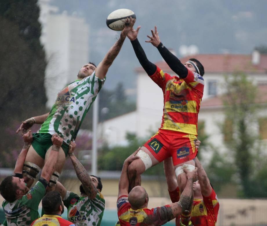 Les rugbymen dracénois devront désormais s'imposer à Fos pour gagner leur billet pour les phases finales.