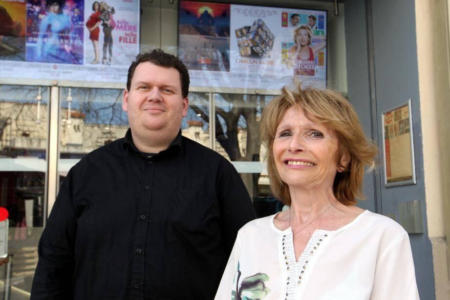 Sébastien Tacquet et sa mère Claire Tocquet sont propriétaires du Cinéma Casino depuis 1989. Ils s'inquiètent pour l'avenir de leurs trois salles.