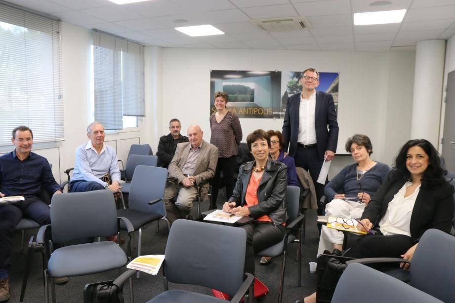 Une présentation du programme a eu lieu au Business Pôle par Jean-Luc Verguet et Gertrud Bender, debout à l'arrière-plan.