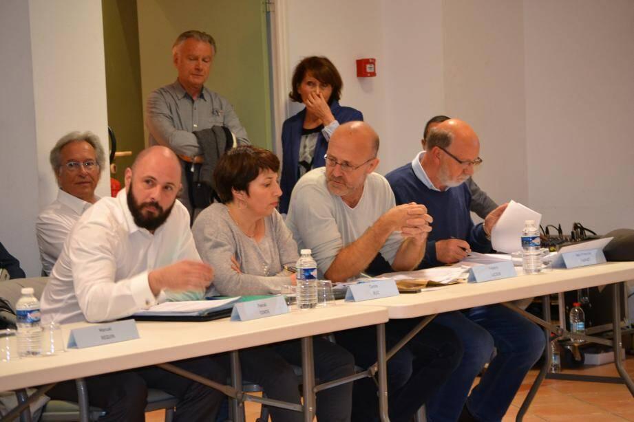 L'opposition a voté contre la tarification des salles.