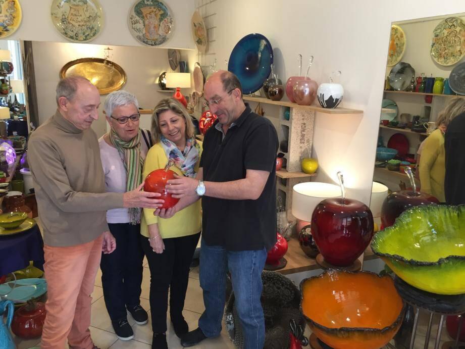 À Vallauris (photo de gauche) le public a découvert l'univers du potier Gérard Crociani. À Biot, les artistes ont aussi joué le jeu en ouvrant la porte de leurs ateliers.