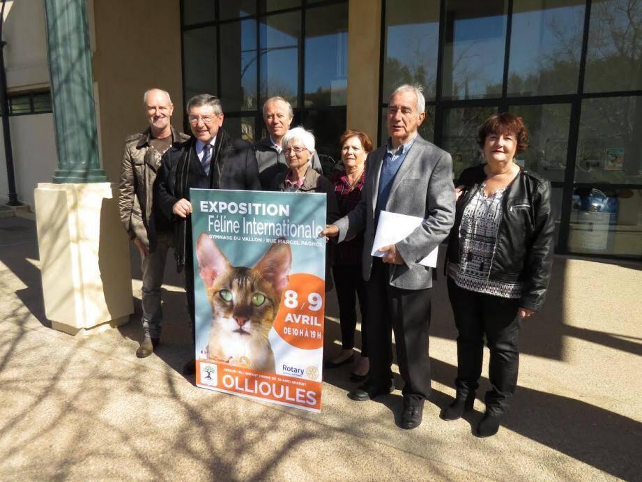 Le Rotary et la Ville ont associé les bénévoles qui œuvrent pour les chats, MMes Martina et Fenouillet (sur la photo) ainsi que MMes Campanelli, Murgalet, Grosso et Brondy.