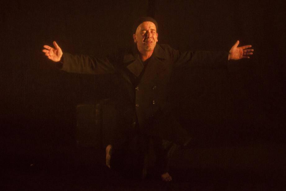 Philippe Ricard a un talent fou dans cette adaptation théâtrale de la nouvelle de Nicolas Gogol.(A.C)