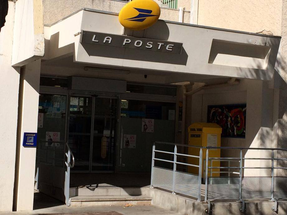 Jusqu'au 18 avril, un accueil provisoire sera aménagé dans l'ancien bureau postal pour le seul retrait de colis et de lettres recommandées.