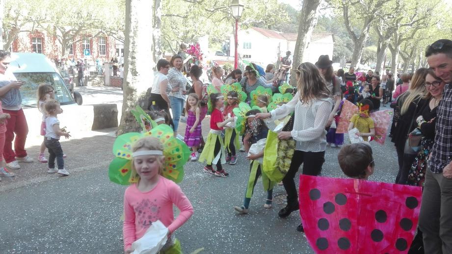 Les élèves se sont fait entendre en remontant la rue Grande.