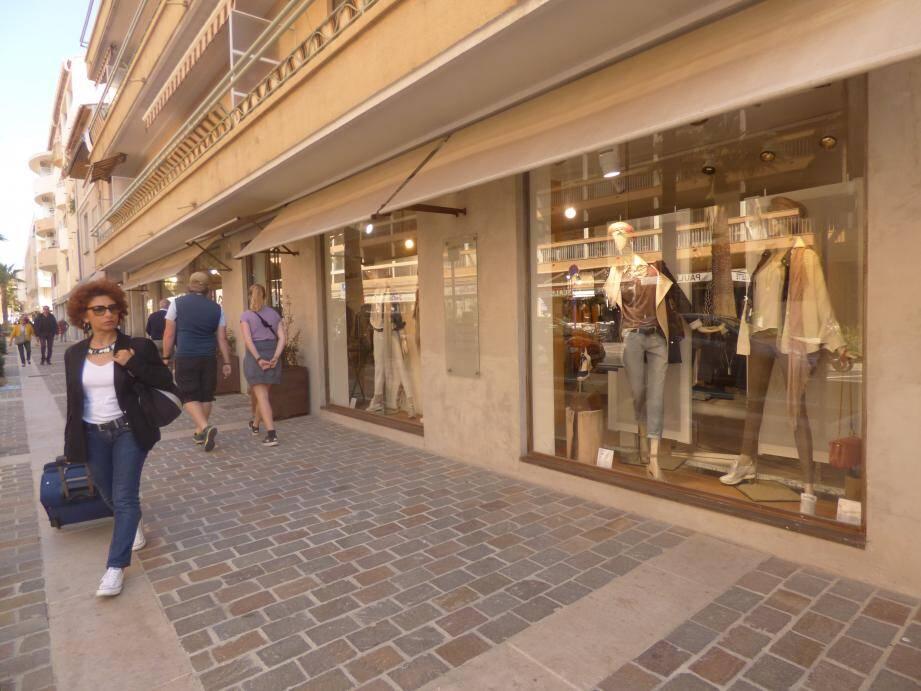 Les nouveaux commerces qui fleurissent font évoluer l'image de toute la ville.(Reportage photo : C.G.)
