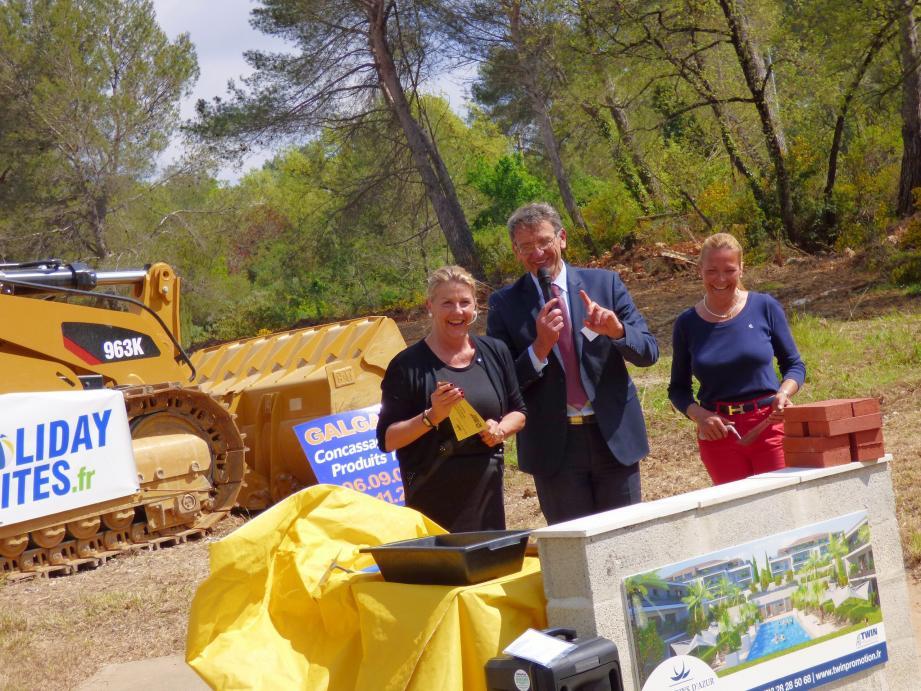 La première pierre a été posée jeudi, en présence de l'adjointe à l'urbanisme, Anne Sattonnet, de l'adjointe au développement économique, Marie-Pierre Allard et du directeur France de «Twin promotion», Lionel Vandecasteele.