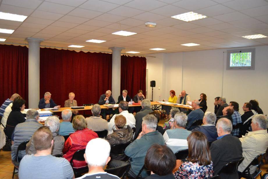 Les habitants sont venus nombreux vendredi assister au conseil municipal où chacun voulait se faire entendre.