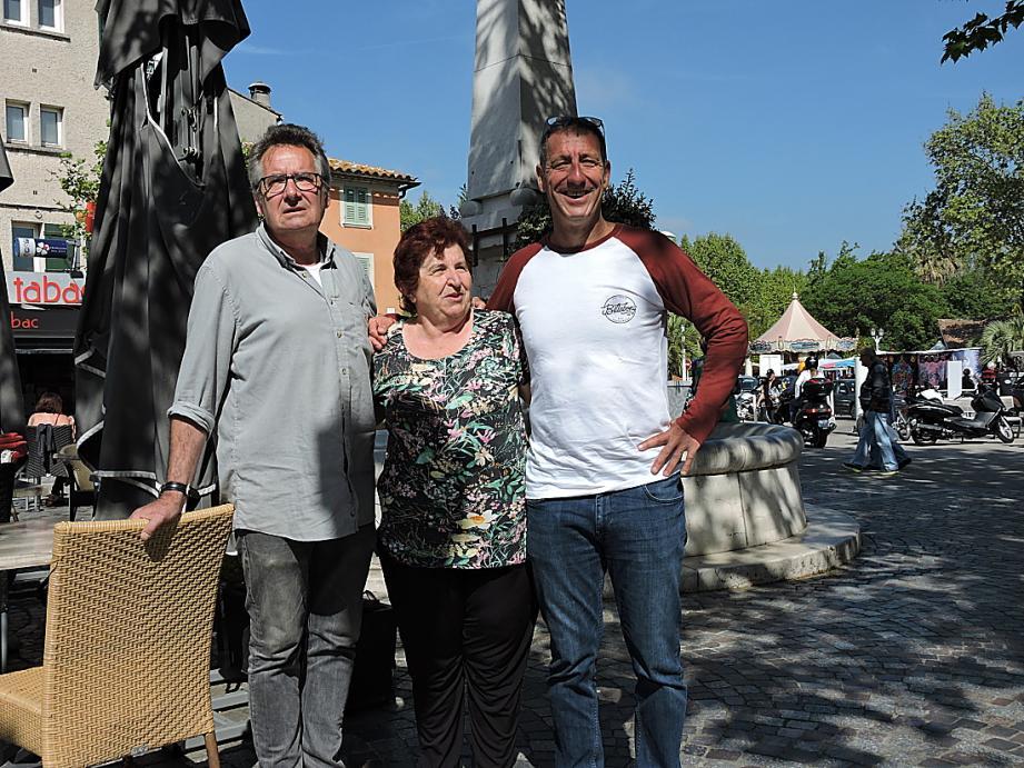 Trois générations de responsables : Bernard Gilloz, responsable sortant, Marie-Thérèse Piraud, responsable jusqu'en 2012, et Thierry Sampéré, nouveau responsable (de gauche à droite).