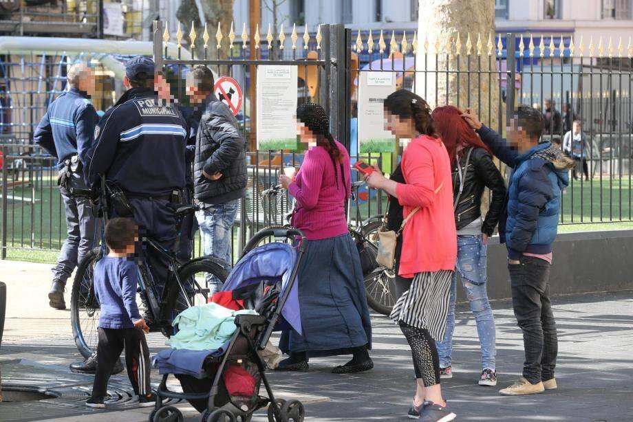 Agacés par les incivilités commises par des familles roms, les commerçants et riverains réclament une présence policière régulière sur le quartier. Mercredi, les uniformes étaient bien là, en place.