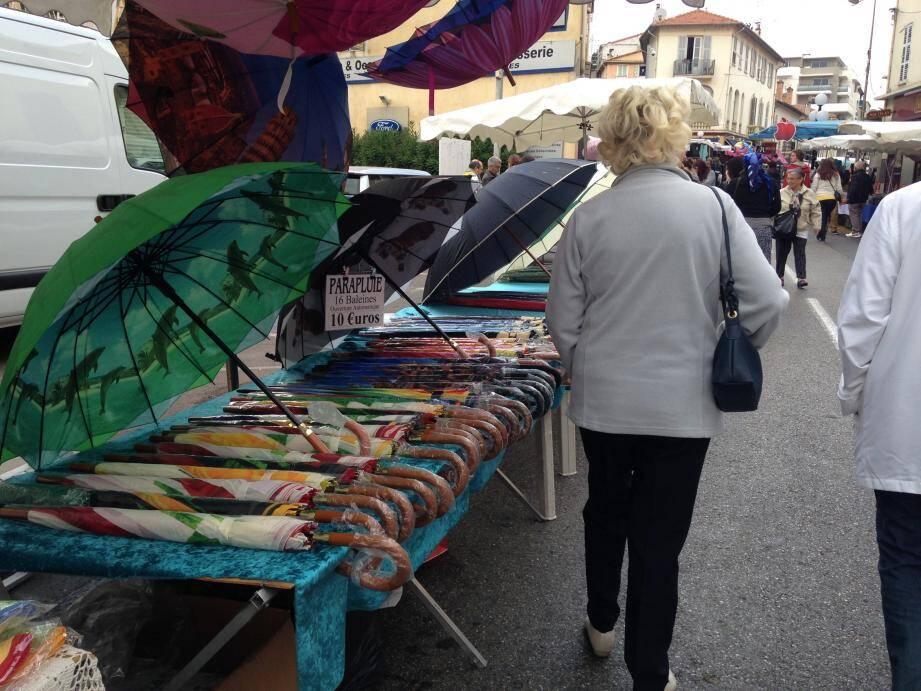 Après le mercredi, et son traditionnel marché hebdomadaire, la municipalité cagnoise a décidé d'animer la place De-Gaulle le samedi matin. (Archives J.B.)