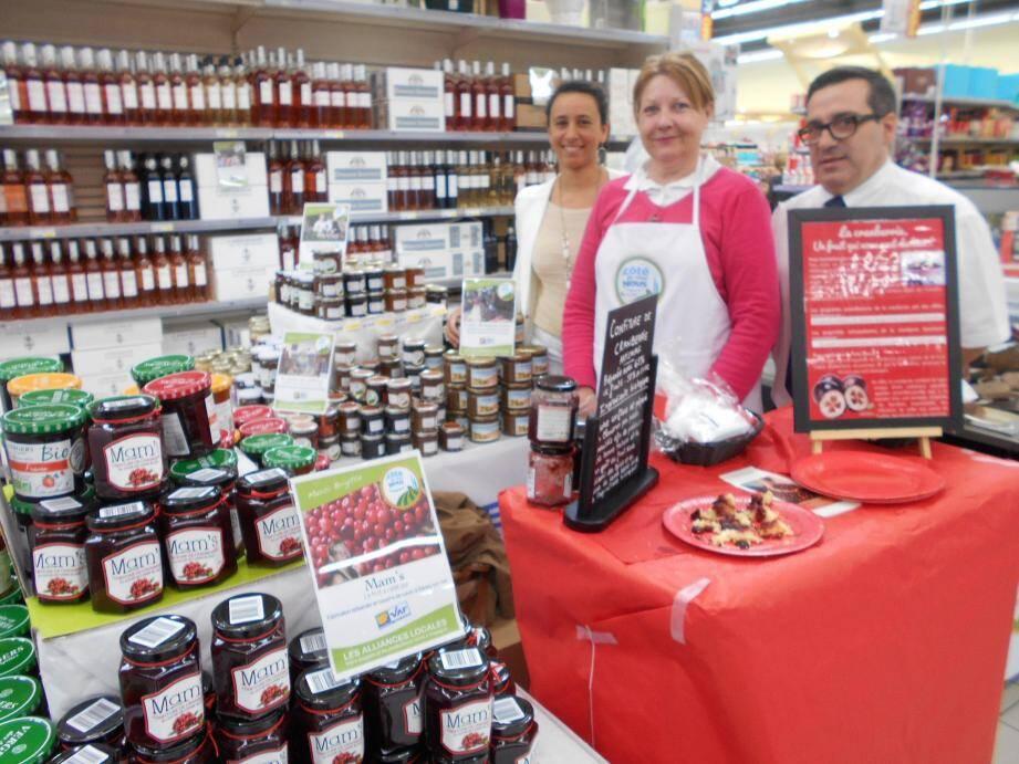 Brigitte Postel (au centre) fabrique de délicieuses confitures dont celle de cranberries.
