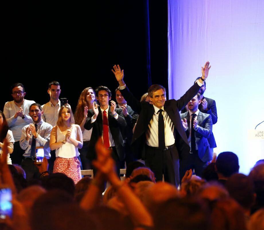 Si François Fillon (à gauche) et Emmanuel Macron (en bas à droite) sont passés par Toulon durant la campagne, Marine Le Pen avait tenu sa réunion publique à Six-Fours.