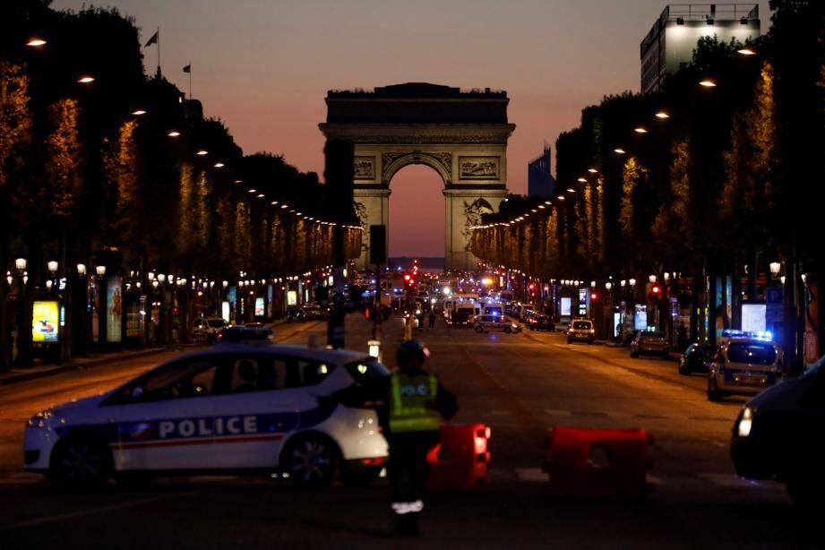 L'avenue des Champs Elysées, le jeudi 20 avril.