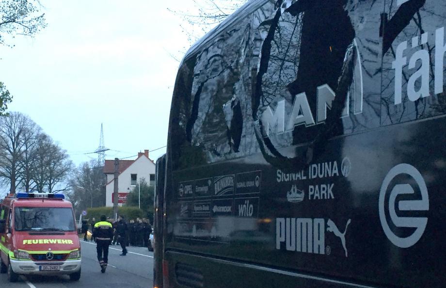 Le bus de l'équipe de Dortmund, visé par des explosifs.