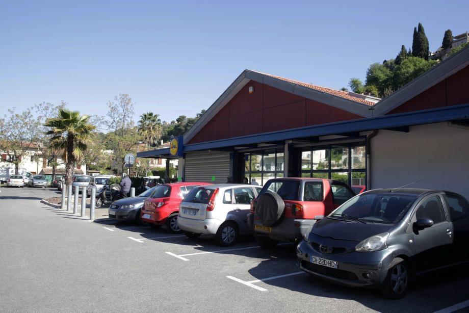 Le supermarché cagnois était fermé ce jeudi matin à la suite de l'agression. Il doit rouvrir ses portes cet après-midi.