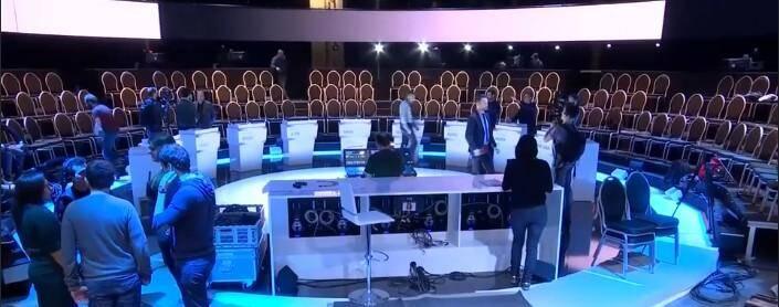 Le plateau, en attendant les 11 candidats.