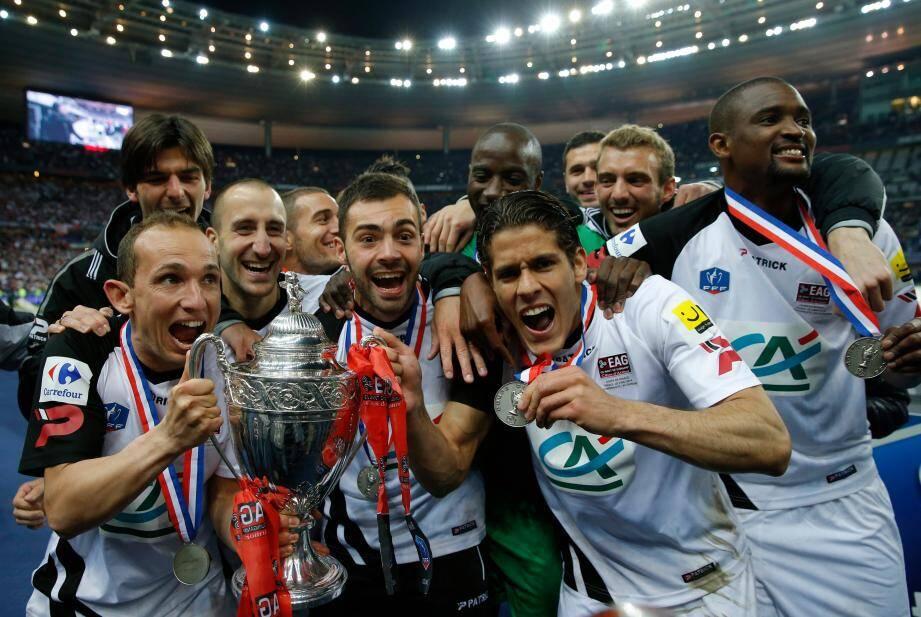 Thibaut Giresse (à gauche) et les Guingampais remportent la seconde coupe de France du club en 2014.