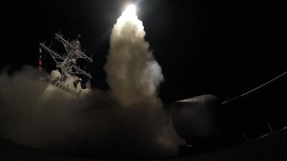 Dans la nuit de jeudi, les Etats-Unis ont tiré des missiles Tomahawk sur la Syrie.