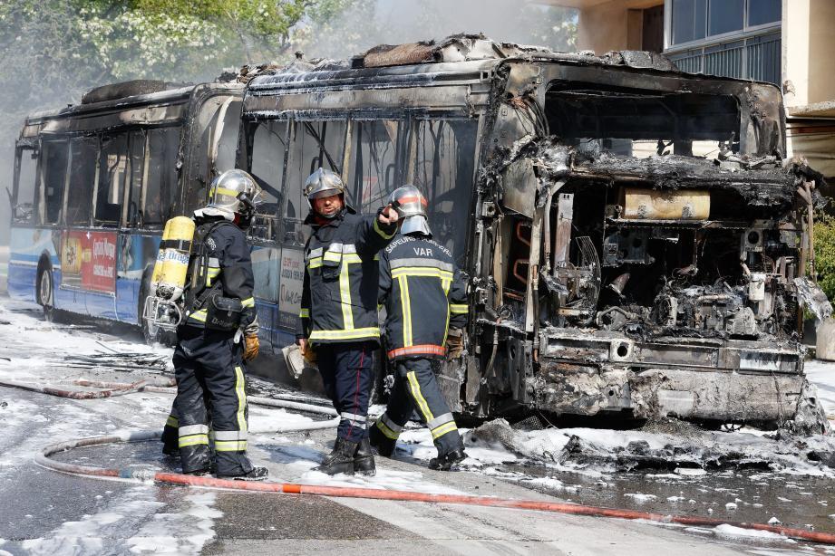 Un bus a pris feu avenue du général Brosset, à Toulon