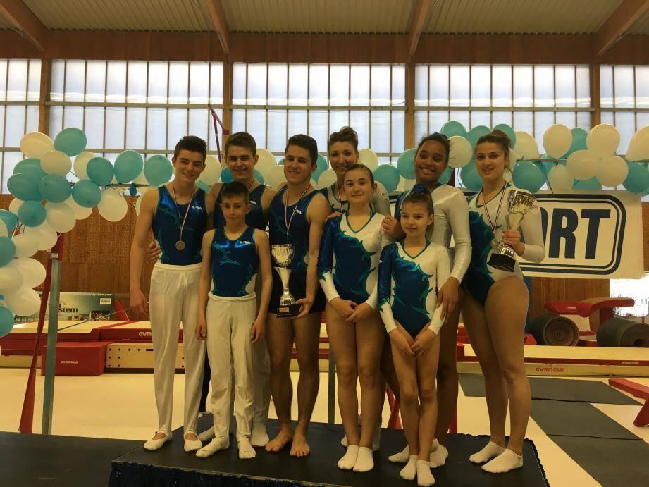 """Des médailles """"à la pelle"""" qui laissent augurer une nouvelle grosse saison à l'Entente gymnastique trampoline seynoise…"""