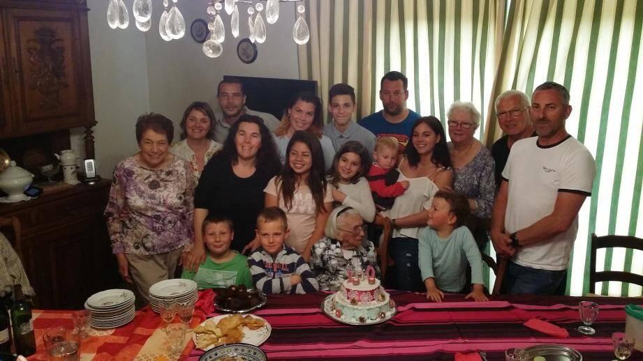 Victoria Rossel entourée et aimée par sa famille et amis.