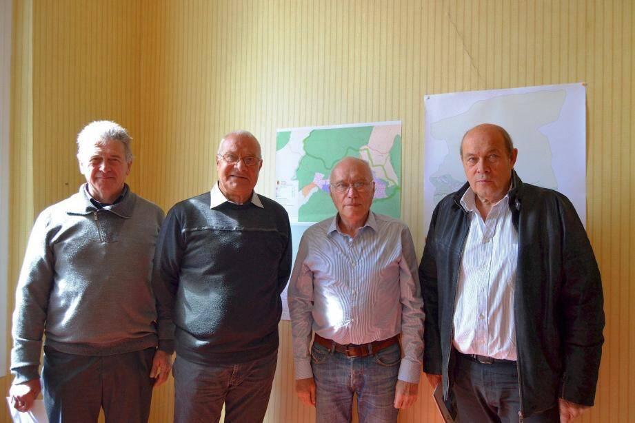 Hugues Martin, à droite, et ses adjoints Alain Poilpré et Raymond Borio, ont accueilli René Leestmans, 2e à gauche, commissaire enquêteur.