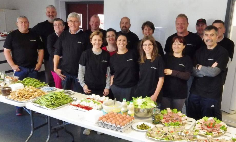 L'équipe de bénévoles du comité des fêtes qui a préparé un copieux « Déjeuna ».