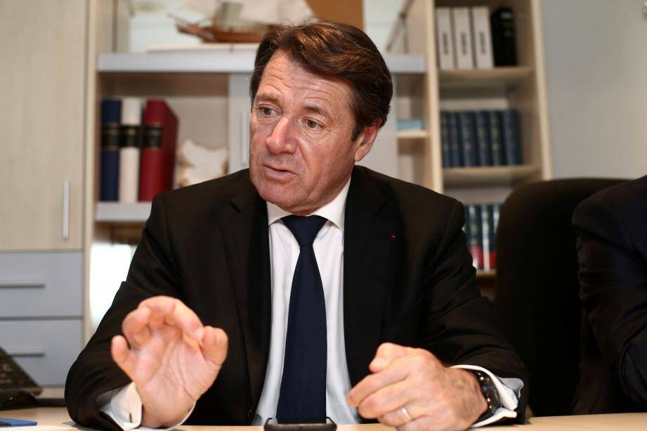 Christian Estrosi a annoncé hier soir à sa majorité municipale, à Nice, son grand retour au bercail.
