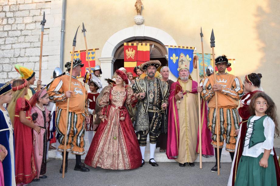 Chaque année depuis dix ans le village se téléporte à l'époque de la Renaissance pour une reconstitution historique grandeur nature orchestrée par les bénévoles de l'association François 1er. (DR)