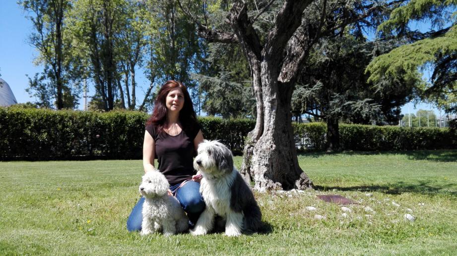 Nathalie Schindelman a dressé Mousse et Tisane  pour la zoothérapie.