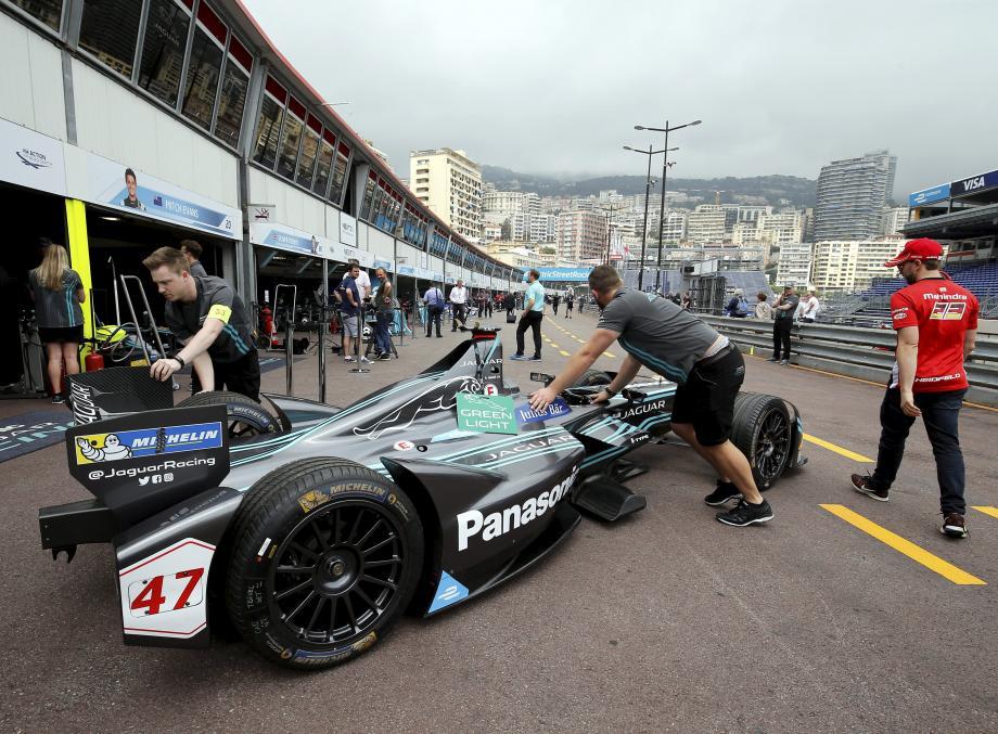 Si de nouveaux constructeurs (ci-dessus, Jaguar Racing) ont débarqué cette année en Principauté, les favoris s'appellent toujours Sébastien Buemi (à droite, en haut) et Lucas Di Grassi (en bas).