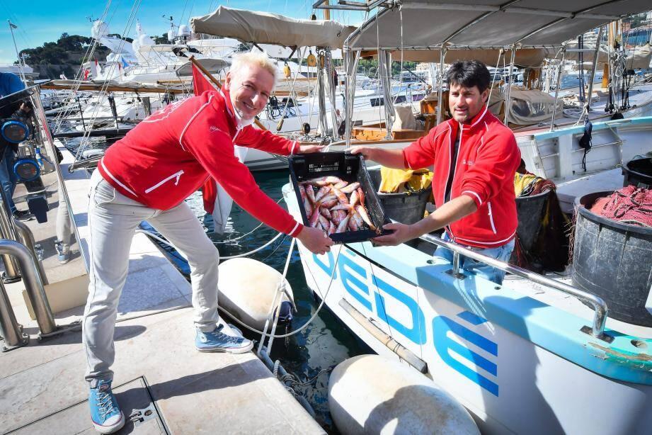 Les rougets pêchés ce matin-là, face à la Vigie par Eric Rinaldi, ont fini quelques minutes plus tard dans la cuisine du chef du Monte-Carlo Beach, Paolo Sari.