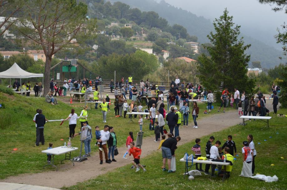 Les familles sont venues nombreuses pour participer aux Jeux traditionnels, en plein air, sur le site exceptionnel du Devens.