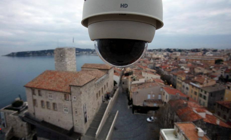 Le Centre des Colonnes, le poste de police municipale de la Fontonne et le jardin Lombard accueillent les trois nouvelles caméras de vidéosurveillance.