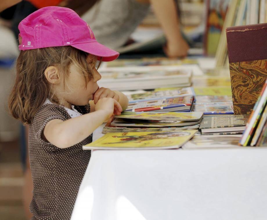 Prendre contact avec le livre dès le plus jeune âge permet de le désacraliser, de mieux se  l'approprier à l'âge adulte.