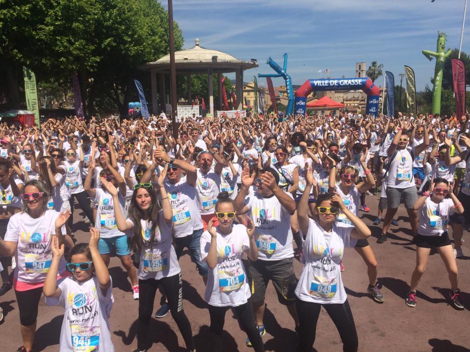 Avant de partir pour 5 km et se faire colorer de bleu, jaune, rouge, vert et rose, les participants ont donné le meilleur d'eux-mêmes dans de folles chorégraphies.