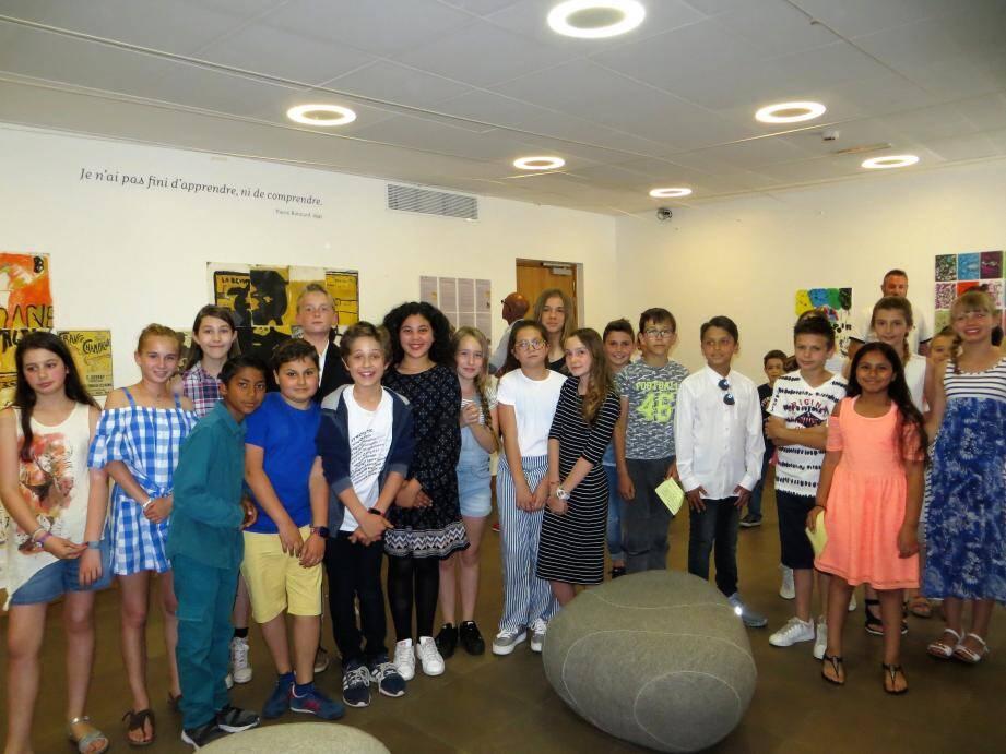 Les élèves de CM2 de la primaire de la Bastière, de 6e du collège Émile-Roux ont présenté leur travail sur la gravure.