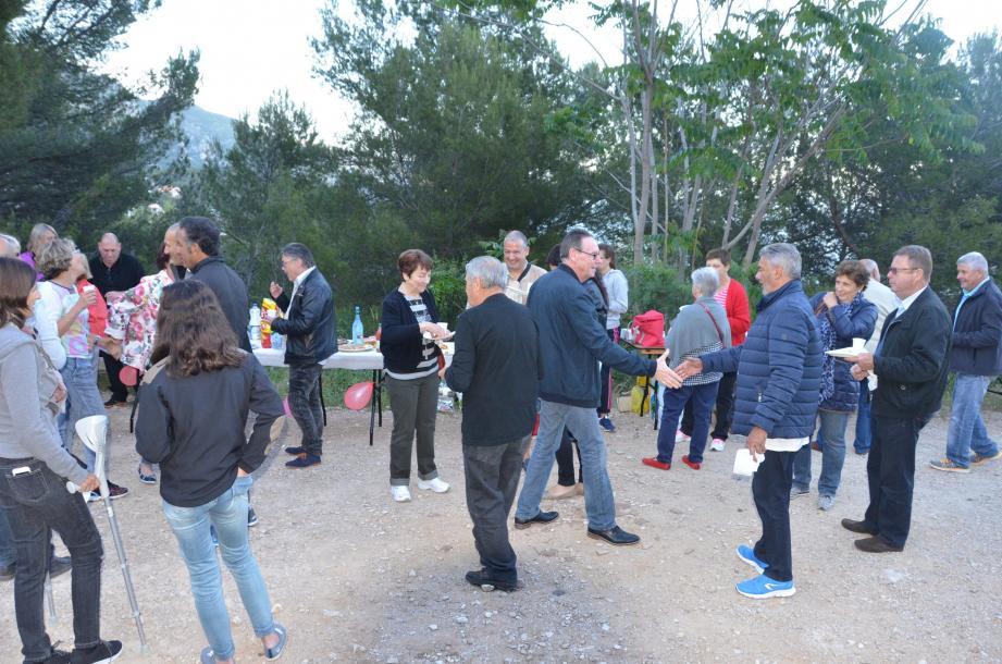 Le maire, J.-J. Raffaele et son épouse, sont venus se joindre à la soirée.