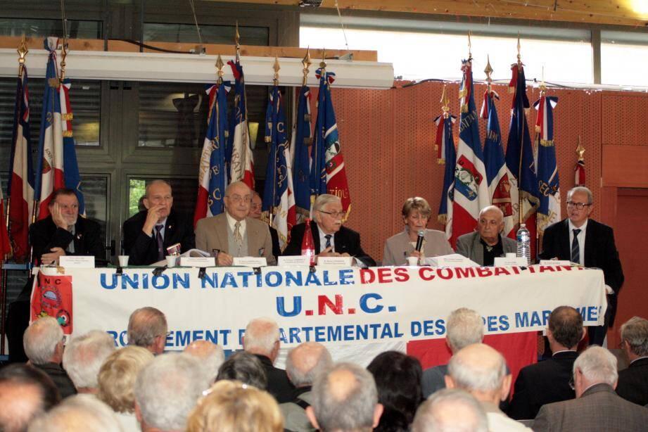 Les responsables départementaux à la tribune du 45e séminaire de l'UNC.