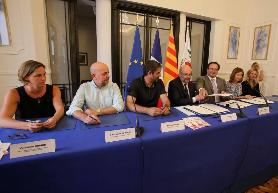 L'ensemble des représentants des cinq crèches mixtes ville-entreprises ont signé hier l'accord validant leur partenariat avec l'association « Nice Start(s) up ».
