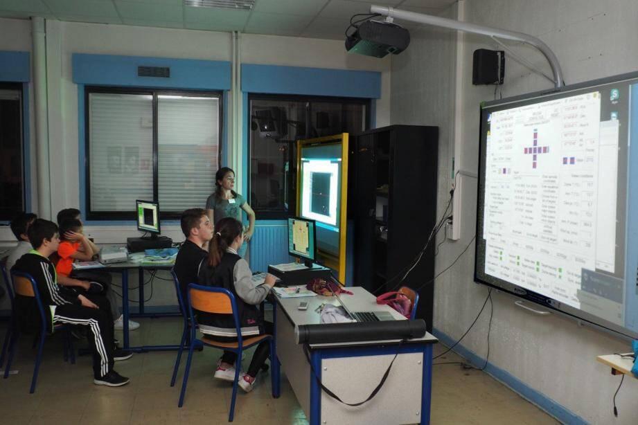Des élèves concentrés et très intéressés par ce projet qui leur a offert une expérience des plus enrichissantes. (DR)