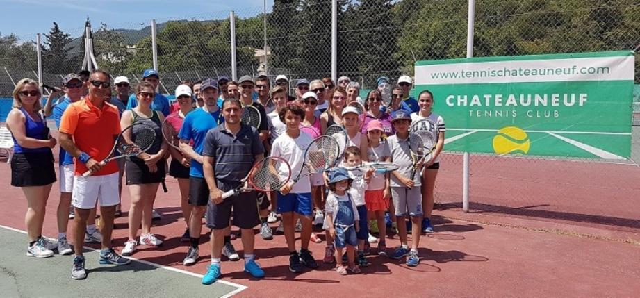 Les participants à la journée doubles mixtes au TC de Châteauneuf. Un succès pour le club du président Frédéric Trastour.