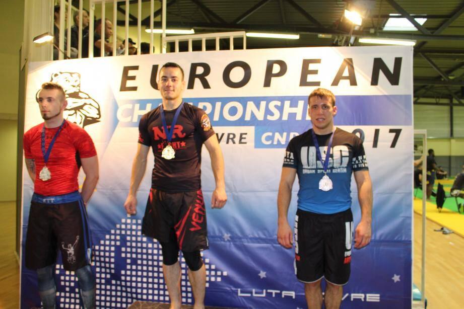 Antoine Barbier (à droite), médaillé de bronze en - 73,5 kg du championnat d'Europe. (DR)