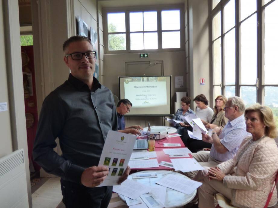 Sébastien Emonet, directeur de Gîtes de France Côte d'Azur à la rencontre des loueurs de Carros et environs.